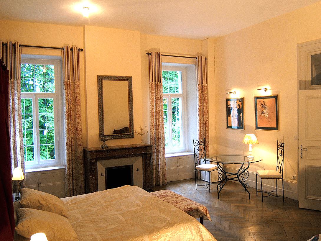 chateau de viviez chambres d 39 h tes in viviez aveyron. Black Bedroom Furniture Sets. Home Design Ideas